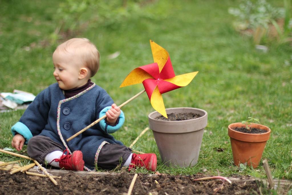 20110327 Myriam au jardin 2