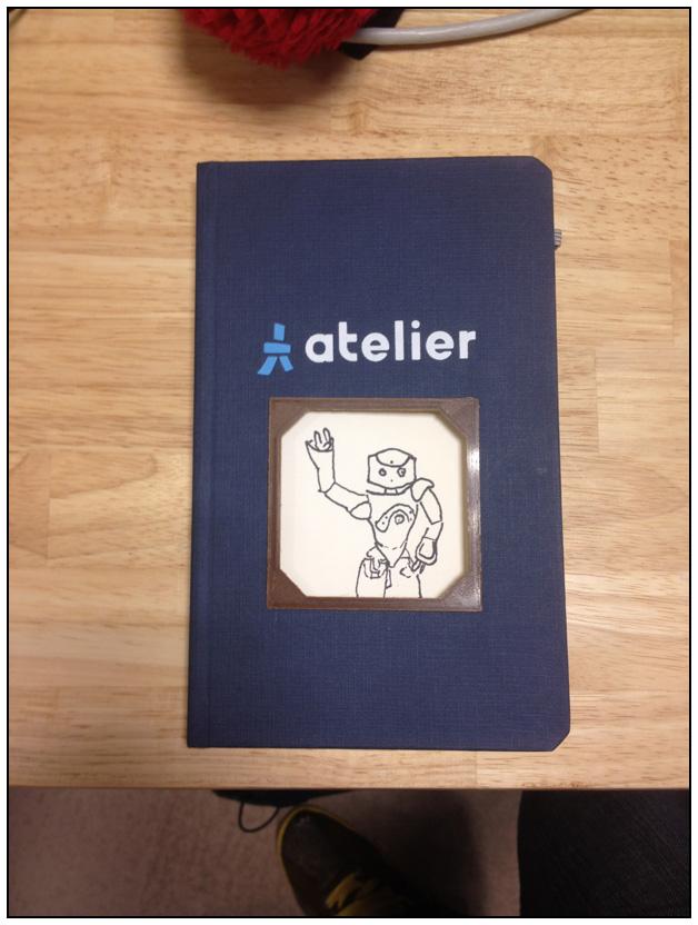 Le cahier découpé avec un insert en bois plastifié